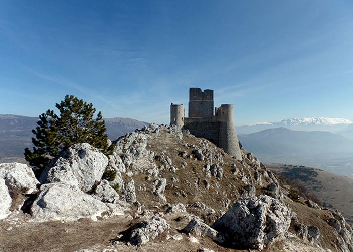 Abruzzo Italy trekking vacation